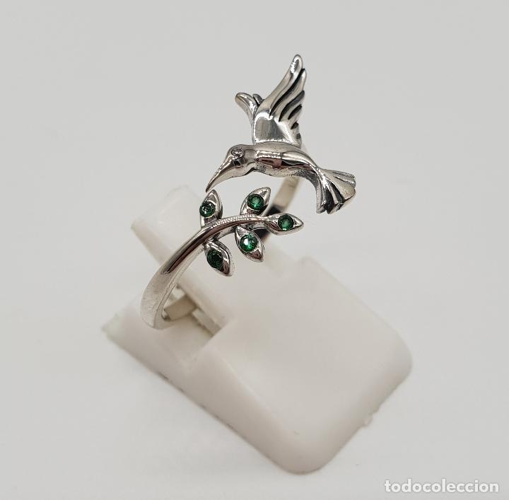 Joyeria: Bella sortija de estilo vintage en plata de ley contrastada, colibrí y rama con circonitas verdes . - Foto 4 - 154441834