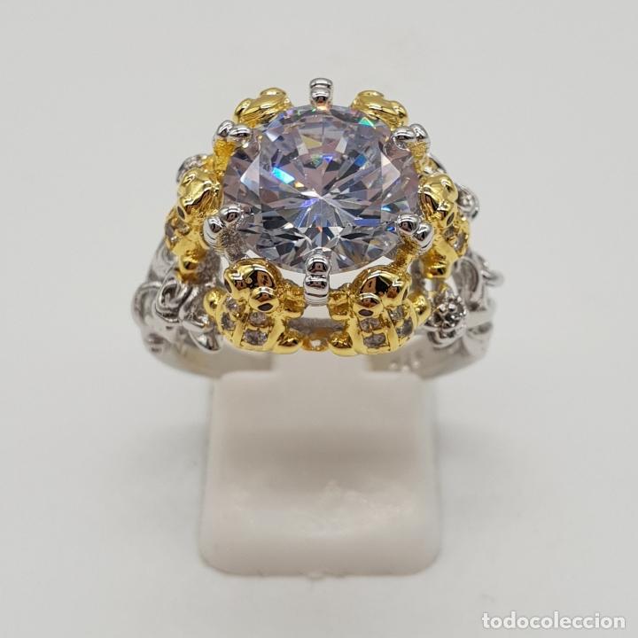 Joyeria: Magnífico anillo de estilo grotesco con acabados en oro y plata de ley, ranas sujetando gran circón - Foto 3 - 154446878