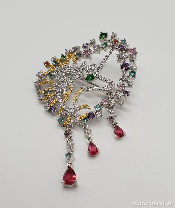 Joyeria: Espectacular broche de lujo unicornio con acabado en oro de 18k y pave de circonitas de colores . - Foto 2 - 177140589