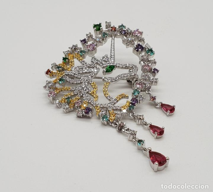 Joyeria: Espectacular broche de lujo unicornio con acabado en oro de 18k y pave de circonitas de colores . - Foto 3 - 177140589