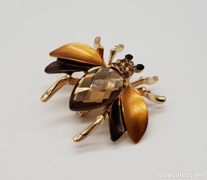 Joyeria: Elegante broche con forma de insecto, acabados en oro, esmaltes y cristal austriaco facetado . - Foto 2 - 173162417