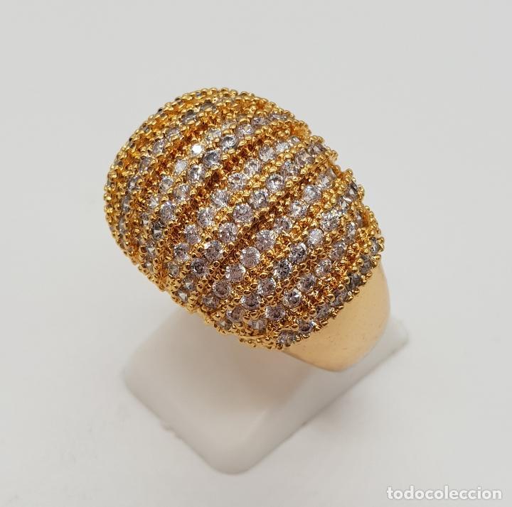 Joyeria: Gran anillo de lujo con pavé de circonitas talla brillante engarzadas y chapado en oro de 18k . - Foto 3 - 154742682
