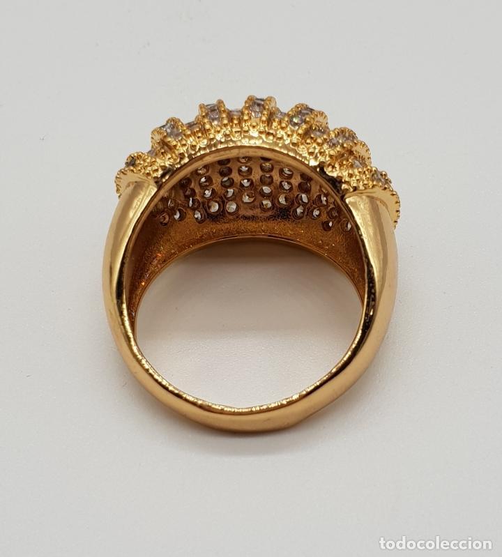 Joyeria: Gran anillo de lujo con pavé de circonitas talla brillante engarzadas y chapado en oro de 18k . - Foto 5 - 154742682