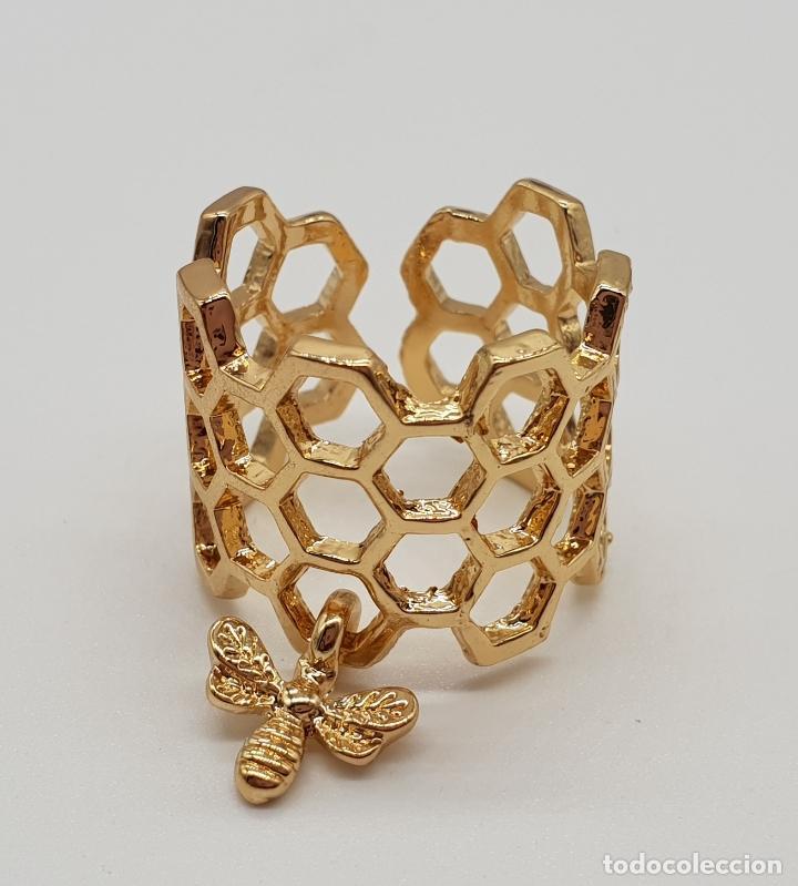 Joyeria: Bonito anillo calado en forma de panal con dije de abeja laminado en oro de ley . - Foto 5 - 201782338