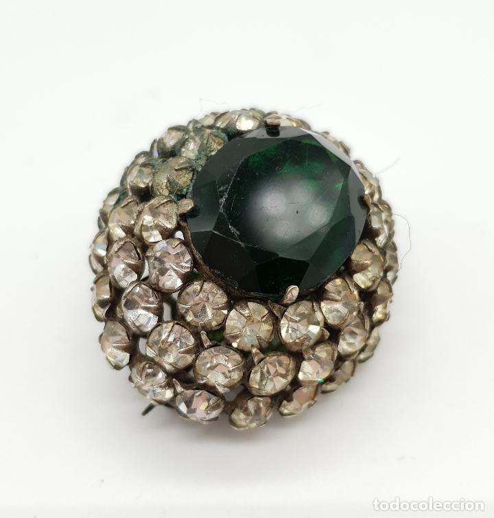 Joyeria: Precioso broche antiguo de estilo rococó con acabado en plata, circonitas y esmeralda oval creada . - Foto 4 - 154756386