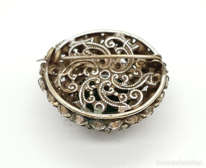 Joyeria: Precioso broche antiguo de estilo rococó con acabado en plata, circonitas y esmeralda oval creada . - Foto 5 - 154756386