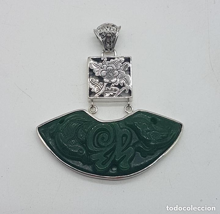 ESPECTACULAR GRAN COLGANTE CHINO DE PLATA 925 CON JADE BELLAMENTE TALLADO. (Joyería - Colgantes Antiguos)