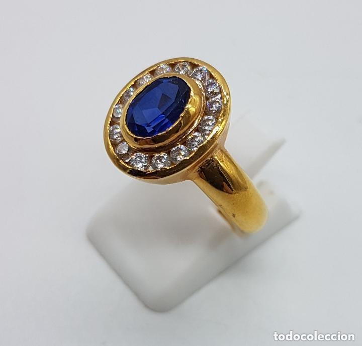 Joyeria: Antiguo anillo en plata de ley contrastada y baño de oro con pavé de circonitas y zafiro faceteado. - Foto 2 - 155246342