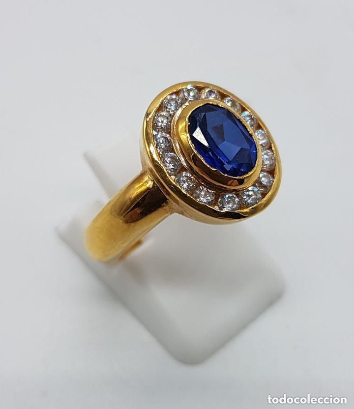 Joyeria: Antiguo anillo en plata de ley contrastada y baño de oro con pavé de circonitas y zafiro faceteado. - Foto 3 - 155246342