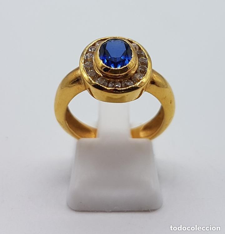 Joyeria: Antiguo anillo en plata de ley contrastada y baño de oro con pavé de circonitas y zafiro faceteado. - Foto 4 - 155246342