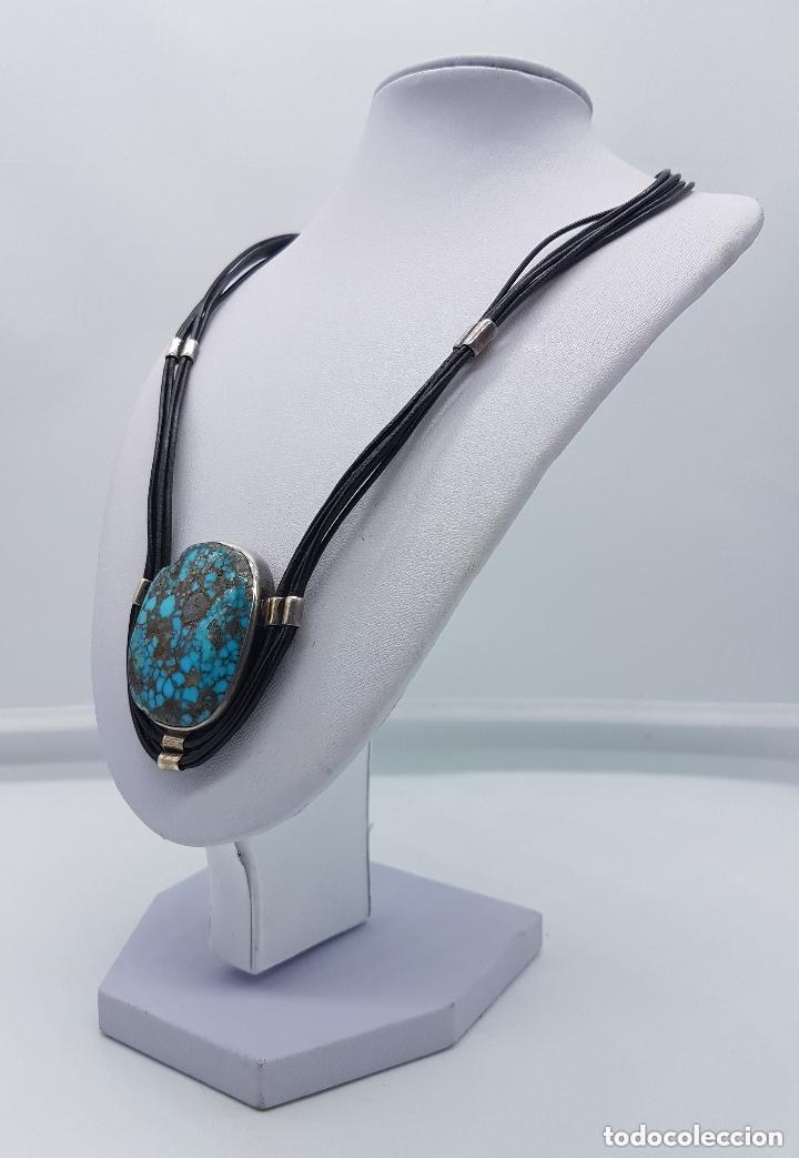 Joyeria: Distinguido collar en cuero y plata de ley contrastada con gran medallón de turquesa natural. - Foto 2 - 156947138