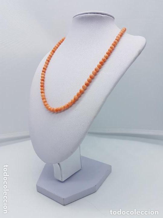 Joyeria: Preciosa gargantilla antigua de bolas talladas de coral naranja y enganche de plata de ley. - Foto 3 - 157174150