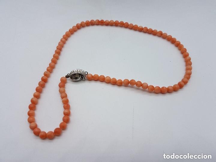 Joyeria: Preciosa gargantilla antigua de bolas talladas de coral naranja y enganche de plata de ley. - Foto 4 - 157174150