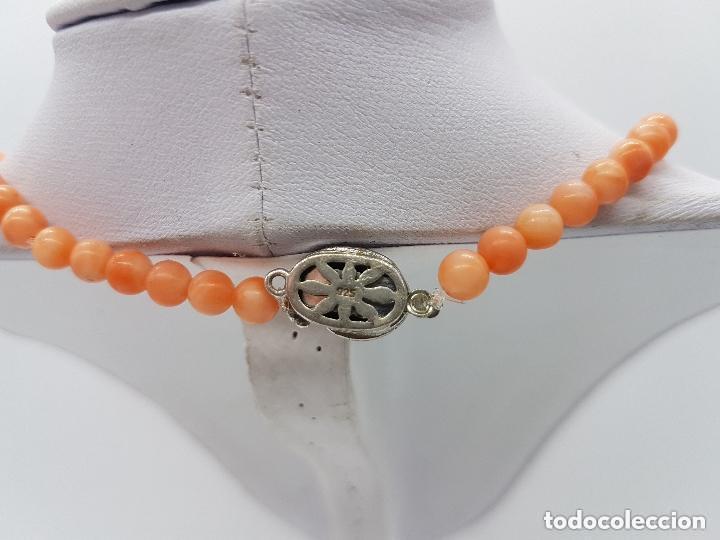 Joyeria: Preciosa gargantilla antigua de bolas talladas de coral naranja y enganche de plata de ley. - Foto 5 - 157174150