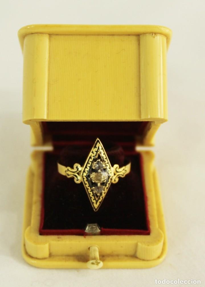Joyeria: Anillo lanzadera fines s XIX oro de Ley y tres diamantes talla rosa. Central de 5 mm Sortija - Foto 2 - 157906706