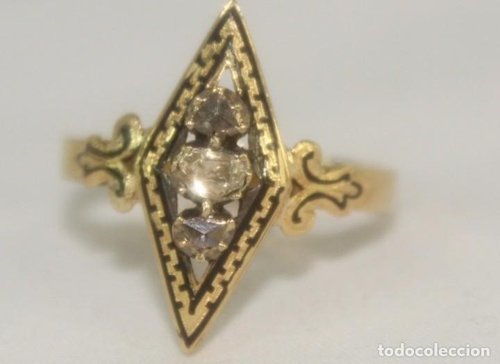 Joyeria: Anillo lanzadera fines s XIX oro de Ley y tres diamantes talla rosa. Central de 5 mm Sortija - Foto 3 - 157906706