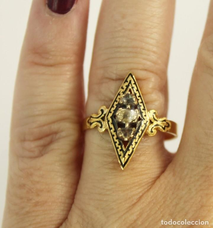 Joyeria: Anillo lanzadera fines s XIX oro de Ley y tres diamantes talla rosa. Central de 5 mm Sortija - Foto 5 - 157906706