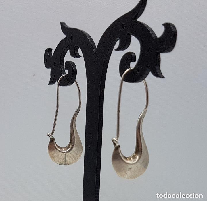 Joyeria: Bonitos pendientes antiguos de diseño en plata lisa de ley contrastada. - Foto 2 - 158205182