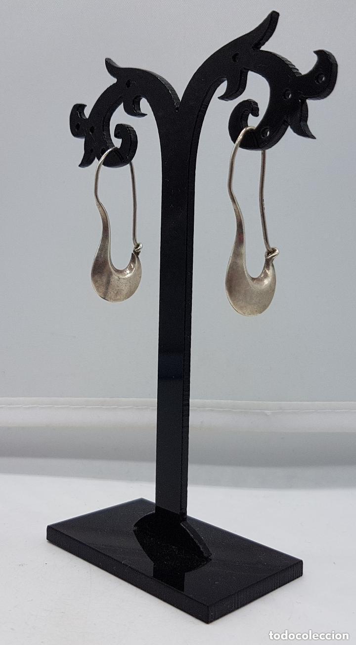 Joyeria: Bonitos pendientes antiguos de diseño en plata lisa de ley contrastada. - Foto 3 - 158205182