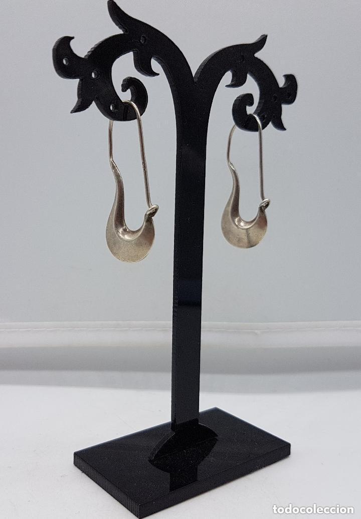 Joyeria: Bonitos pendientes antiguos de diseño en plata lisa de ley contrastada. - Foto 4 - 158205182