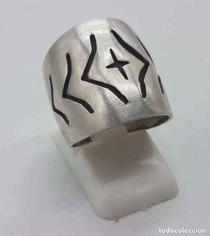 Joyeria: Precioso anillo antiguo de plata de ley contrastada con relieves geométricos. - Foto 2 - 158242614