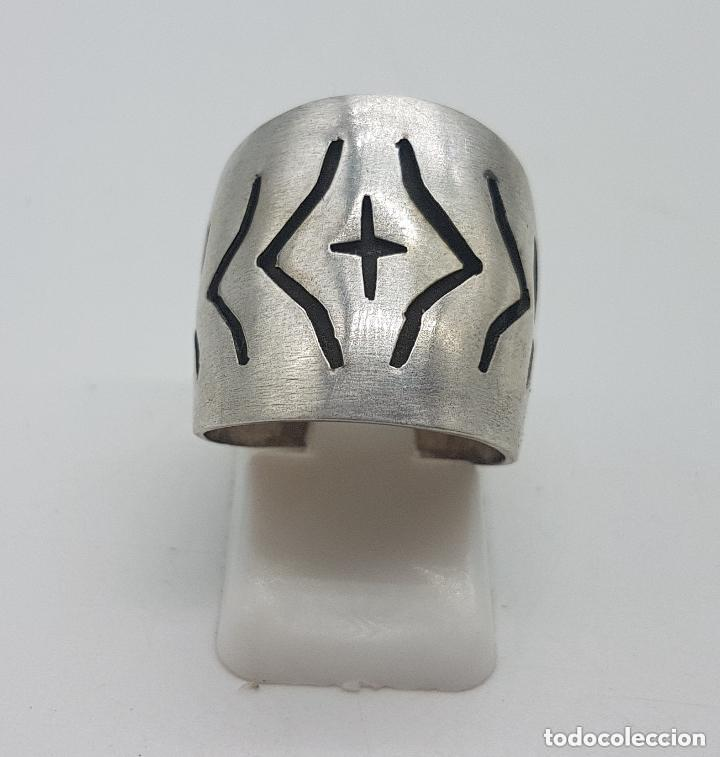 Joyeria: Precioso anillo antiguo de plata de ley contrastada con relieves geométricos. - Foto 4 - 158242614