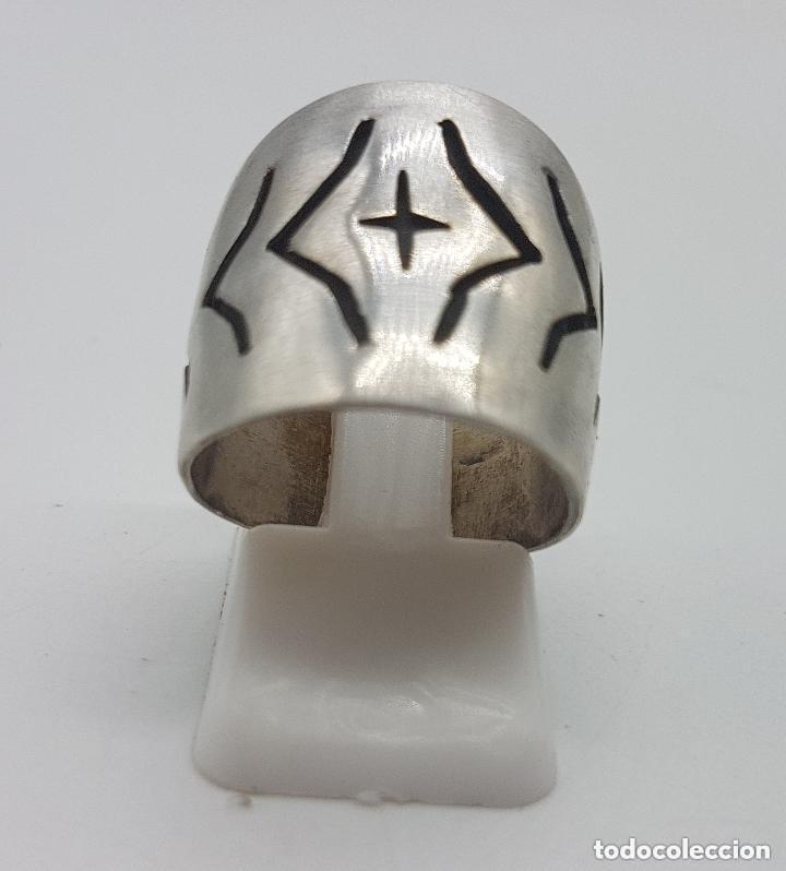 Joyeria: Precioso anillo antiguo de plata de ley contrastada con relieves geométricos. - Foto 5 - 158242614