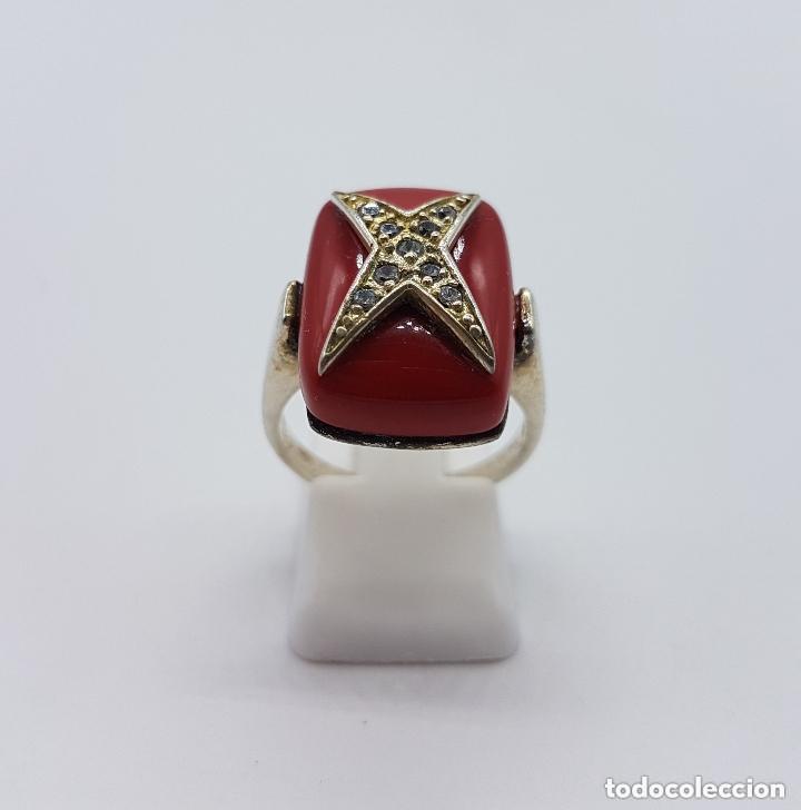Joyeria: Antiguo anillo en plata de ley con gran cabujón rectangular color coral con cruz de circonitas. - Foto 4 - 158363146