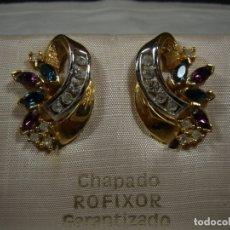 Joyeria: PENDIENTES CHAPADO ORO DE ROFIXOR, CIRCONIOS, PIEDRAS DE COLORES,18 KT,CIERRE OMEGA, NUEVO SIN USAR.. Lote 158425010
