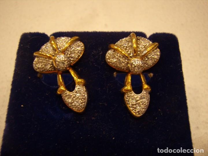 Joyeria: Pendientes chapado oro, 18 Kt, circonios, años 80, cierre tuerca, 2,5 cm, Nuevo sin usar. - Foto 2 - 158432794