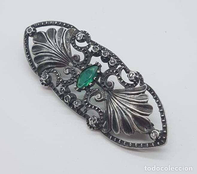 Joyeria: Broche antiguo isabelino en plata de ley bellamente cincelada, esmeralda y zafiros blancos . - Foto 4 - 158828994