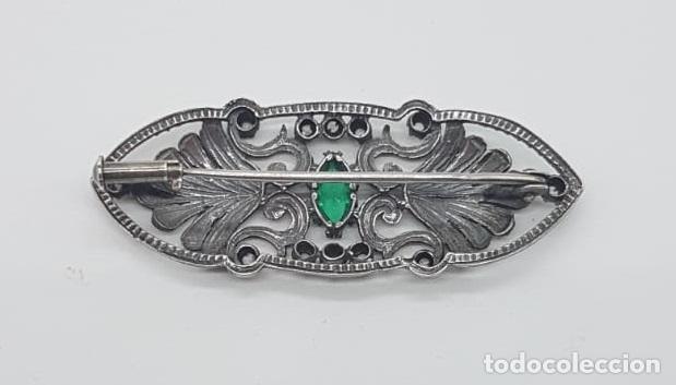 Joyeria: Broche antiguo isabelino en plata de ley bellamente cincelada, esmeralda y zafiros blancos . - Foto 5 - 158828994