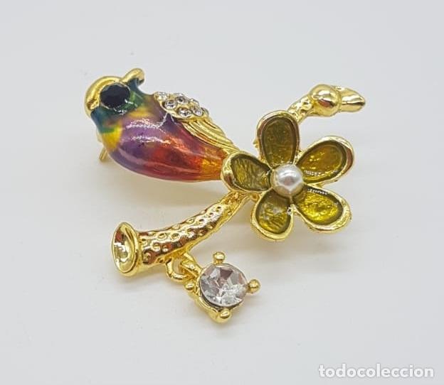Joyeria: Broche de estilo vintage con forma de ave sobre rama acabado en oro, esmaltes, circonitas y perla . - Foto 2 - 158830614
