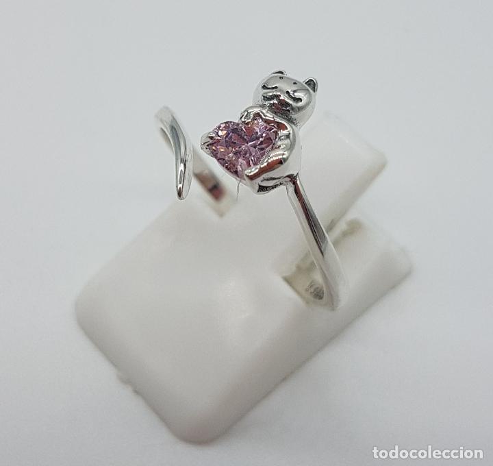 Joyeria: Original sortija de plata de ley contrastada con gato sujetando circonita color rosa talla corazón . - Foto 2 - 158837138
