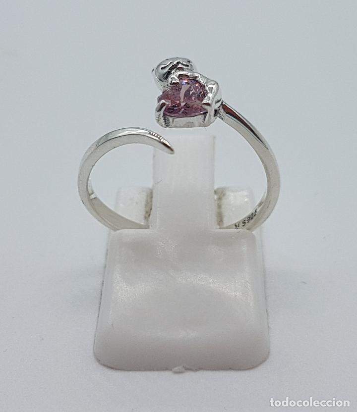 Joyeria: Original sortija de plata de ley contrastada con gato sujetando circonita color rosa talla corazón . - Foto 3 - 158837138