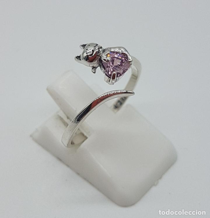 Joyeria: Original sortija de plata de ley contrastada con gato sujetando circonita color rosa talla corazón . - Foto 4 - 158837138