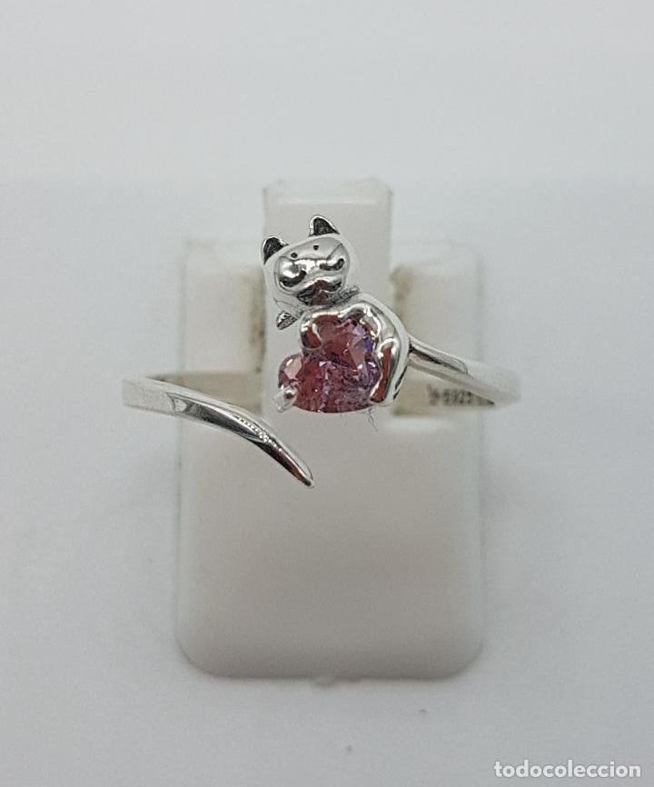 Joyeria: Original sortija de plata de ley contrastada con gato sujetando circonita color rosa talla corazón . - Foto 5 - 158837138