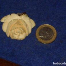 Joyeria: ANTIGUO COLGANTE,HERMOSA ROSA TALLADA EN HUESO.. Lote 158958802
