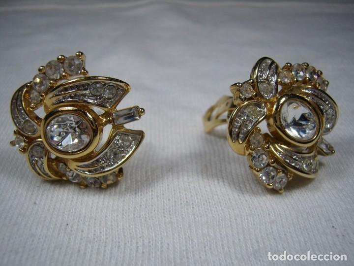 Joyeria: Pendientes chapado oro, 18 Kt,circonios,piedra blanca,Valencia,años 80,cierre omega, Nuevo sin usar. - Foto 2 - 159203538
