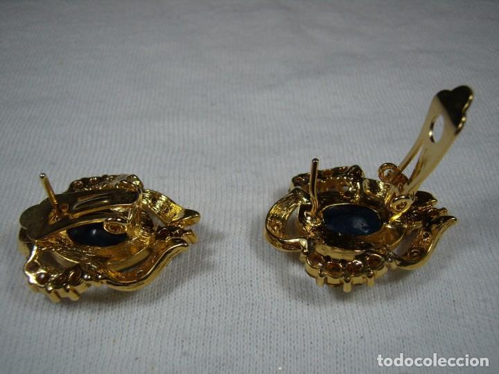 Joyeria: Pendientes chapado oro, 18 Kt, circonios, piedra azul, años 80, cierre omega, Nuevo sin usar. - Foto 4 - 159260922
