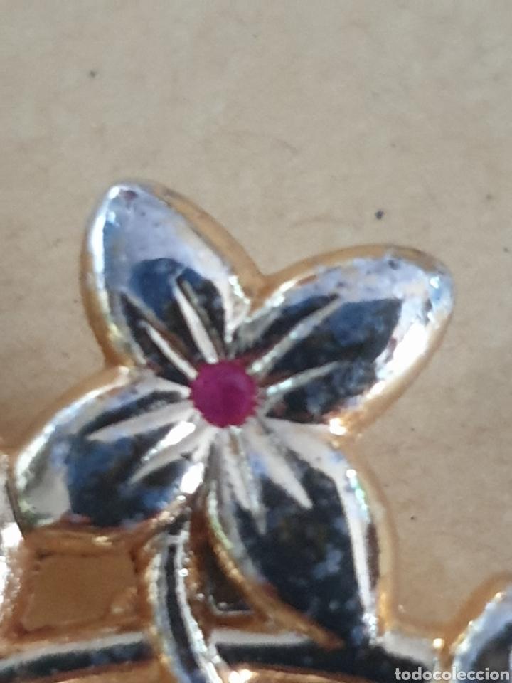 Joyeria: Broche dorado flores con pequeño cristal - Foto 2 - 159687198