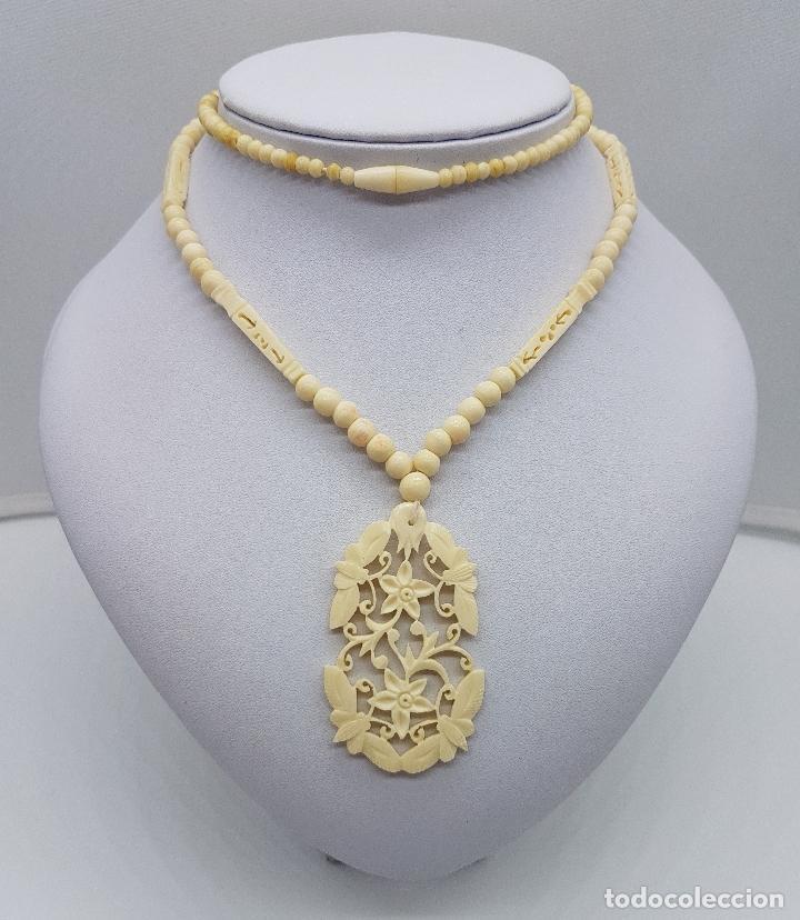 Joyeria: Collar antiguo oriental hecho a mano en marfil o hueso tallado a mano con bellos motivos florales . - Foto 3 - 159849230