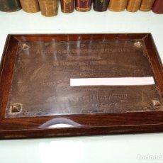 Joyeria: PLACA GRABADA EN PLATA. AGRUPACIÓN DEPORTIVA TELEFÓNICA DE MADRID. 31 X 22 CM. MADERA NOBLE.. Lote 159849566