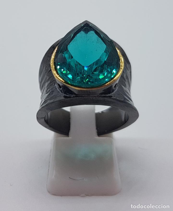 Joyeria: Gran anillo de diseño gótico platinado en negro y oro con turmalina turquesa talla pera incrustada . - Foto 3 - 160185134