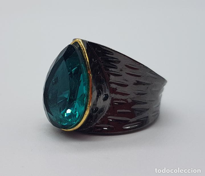 Joyeria: Gran anillo de diseño gótico platinado en negro y oro con turmalina turquesa talla pera incrustada . - Foto 5 - 160185134