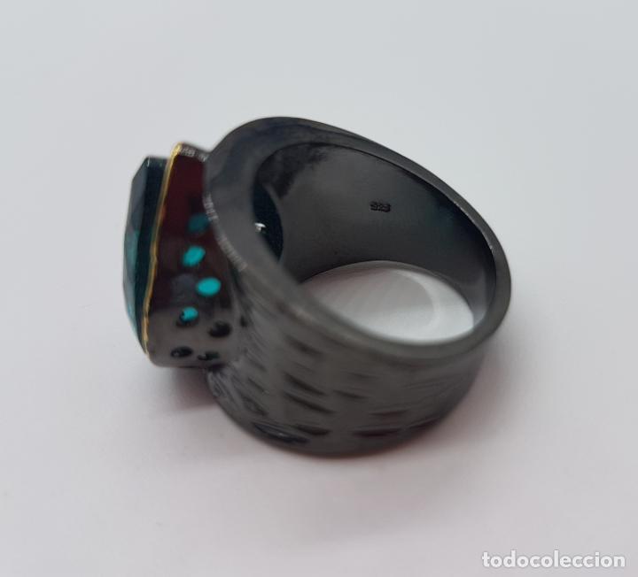 Joyeria: Gran anillo de diseño gótico platinado en negro y oro con turmalina turquesa talla pera incrustada . - Foto 6 - 160185134