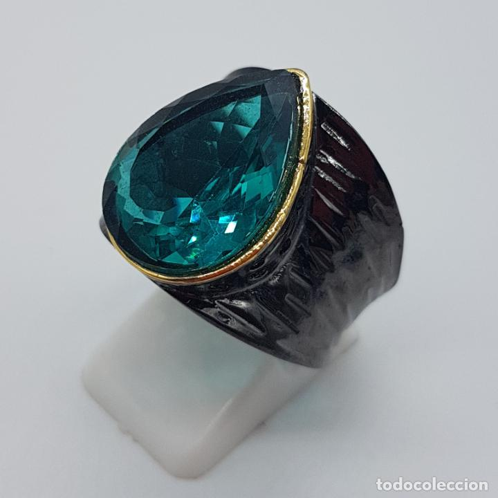 Joyeria: Gran anillo de diseño gótico platinado en negro y oro con turmalina turquesa talla pera incrustada . - Foto 2 - 160185134