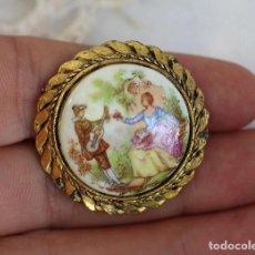 Joyeria: ANTIGUO BROCHE CON ESCENA GALANTE DE FRAGONARD EN PORCELANA VINTAGE. Lote 162389614