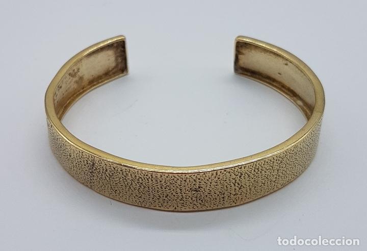 Joyeria: Elegante brazalete antiguo en plata de ley chapado en oro de 18k con acabado grabado . - Foto 4 - 163515934