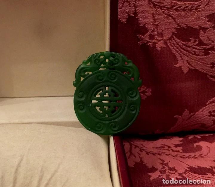 COLGANTE AMULETO CHINO DE JADE CON DRAGONES TALLADOS. - 17 GRAMOS. (Joyería - Colgantes Antiguos)